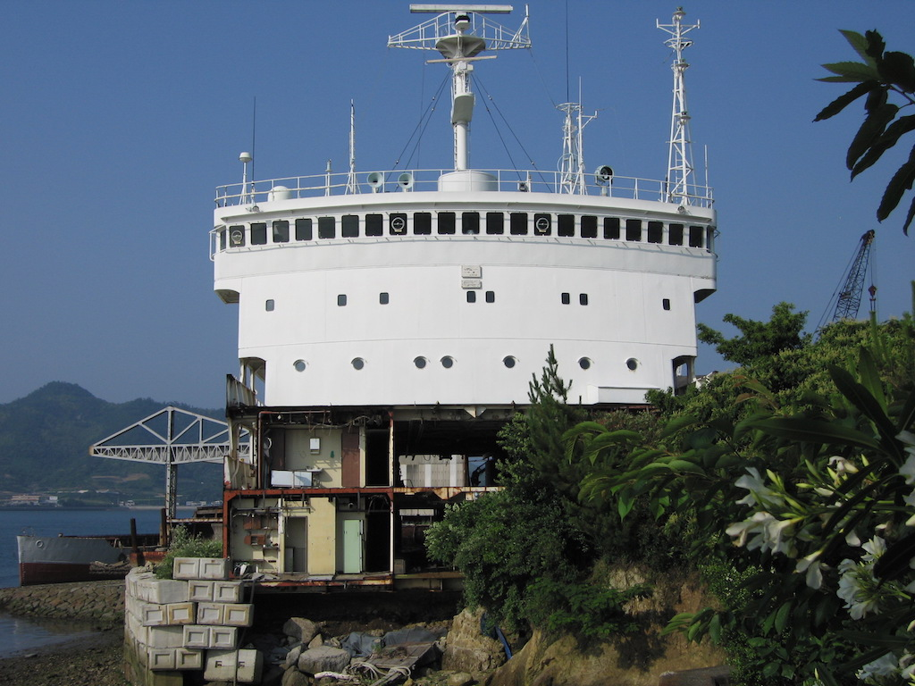 陸上した船のブリッジ/JorikushitaFunenoBridge